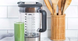 Wasserkocher und Küchenlöffel